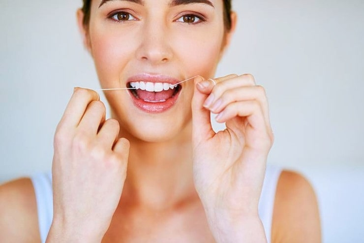 should you floss before or after brushing